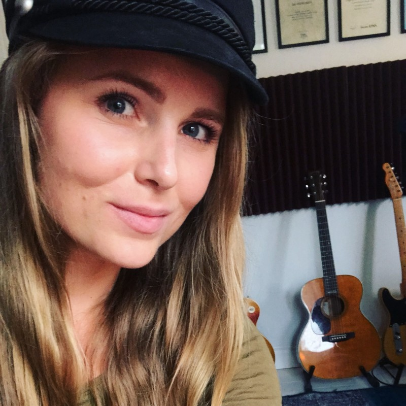 Studio Cecilia Kallin singer-songwriter